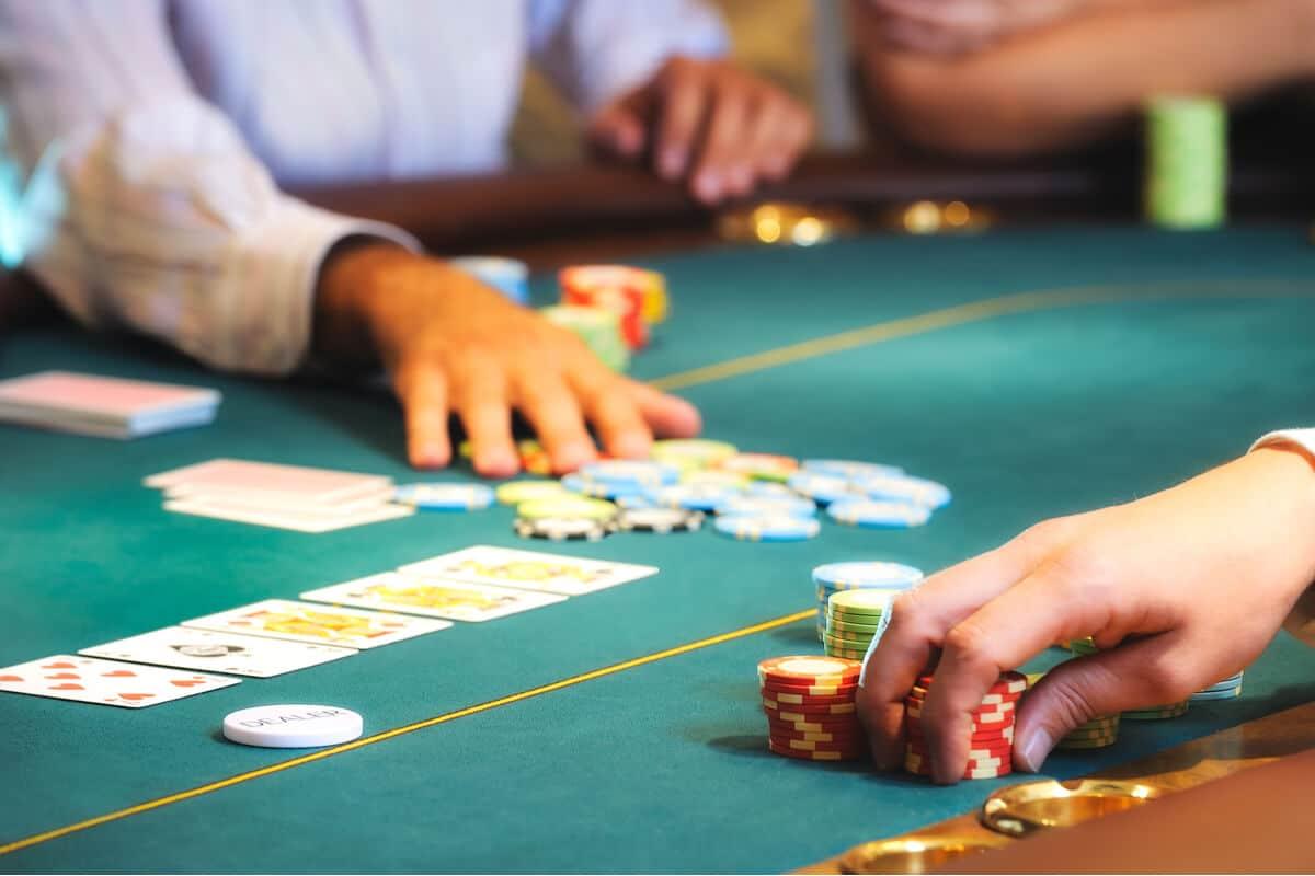 """លទ្ធផលរូបភាពសម្រាប់ Gamblers Sue SugarHouse Casino Over """"Illegitimate"""" Card Decks"""