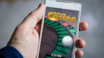 Online-Casino-On-Phone