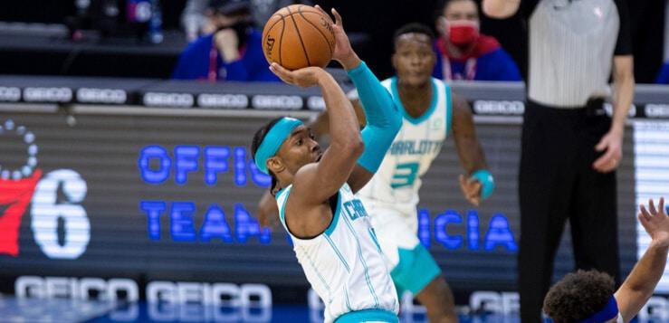 devonte graham shooting basketball